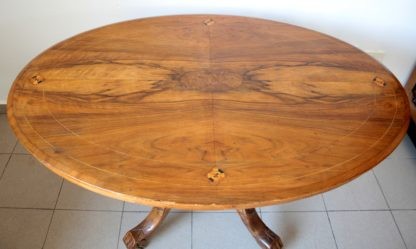 Eighteenth-century oval table, carved with inlaid top, oak and solid walnut