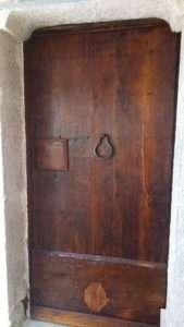 Restauro portone legno castagno antico del XVIII ° secolo